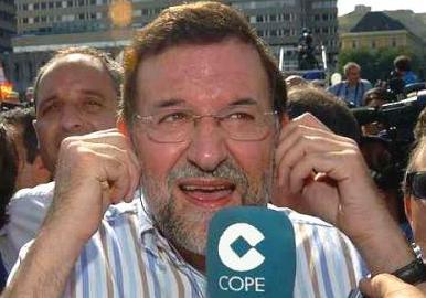 Rajoy escucha